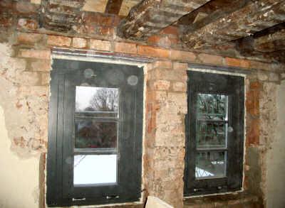 Im Inneren wurden umfangreiche Umbaumaßnahmen durchgeführt, Türen abgeändert, neu durchbrochen oder zugemauert.